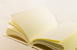 白い本.jpg